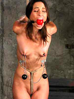 Amber Rayne hanging on get under one's ropes